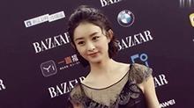 <B>赵丽颖</B>黑天鹅造型现身芭莎红毯 高贵优雅配短发尽显俏皮可爱