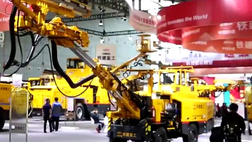 小鹤探秘长沙国际工程机械展